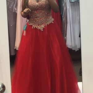 Dresses & Skirts - Prom / Special occasion dress